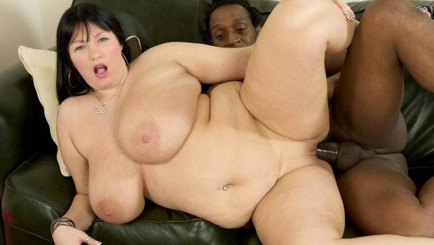 Plumperpass.com- Simone Goes Black