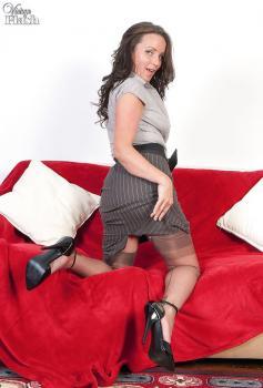 Vintageflash.com- Marlyn - Hairy muff girdle gal!