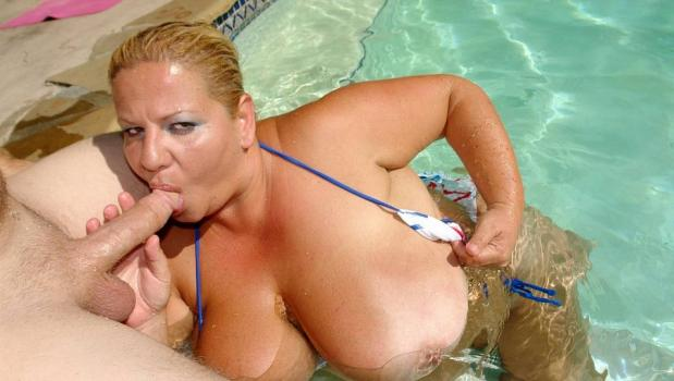 Plumperpass.com- Poolside Floaters
