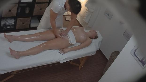 Czechav.com- Blonde gets fingered during a massage