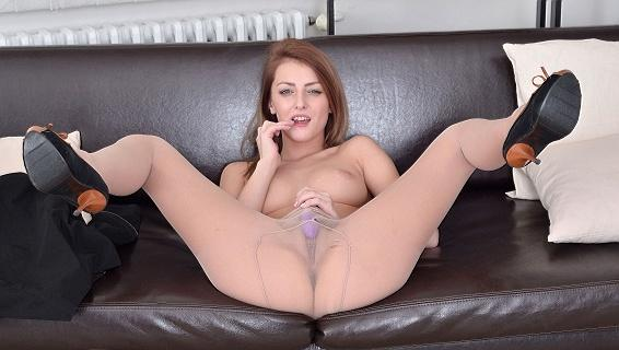 Pantyhosed4u.com- Gallery:Kate Rose - Orgasam via pantyhose!