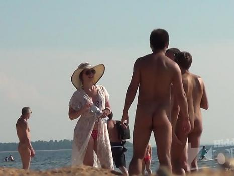 Hidden-Zone.com- Nu2142# Another naked company hit us in the frame. Young beautiful girl with a short haircut is very