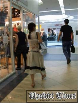 Upskirt-times.com- Ut_1032# A brunet with a long shirt_I met her in the shopping mall and decided to...