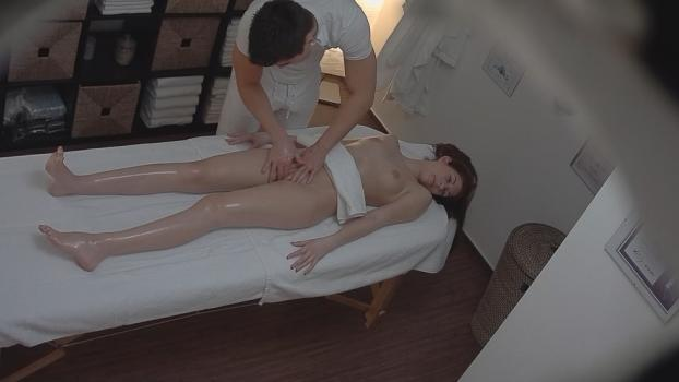 Czechav.com- Young brunette came for a massage 2