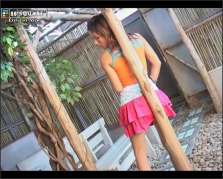 Fullnetworkaccess.com- Vanessa Wang Crosses Her Long Legs