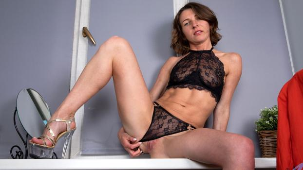Anilos.com- Lovely In Lace