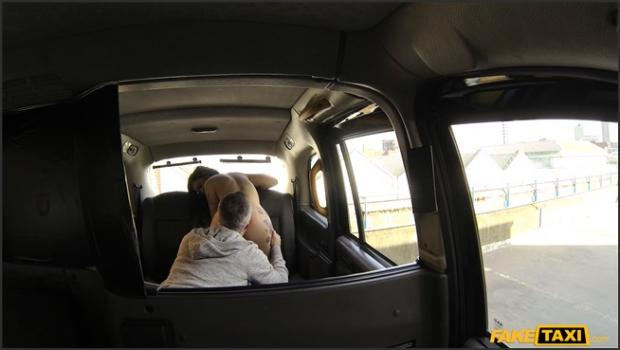 Fakehub.com- Tattooed vixen gets pussy licked in taxi