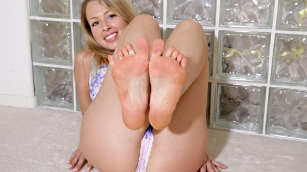 Footfetishdaily.com- Meet Zoey Monroe