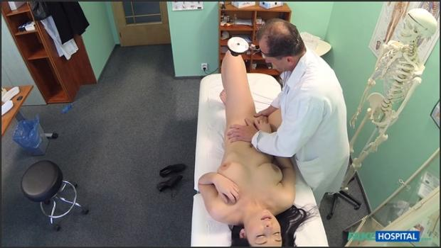 Fakehub.com- Hot babe wants her Doctor to suck her tits