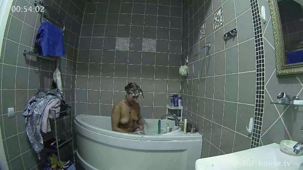 Voyeur-house.tv- Maria washes her hair