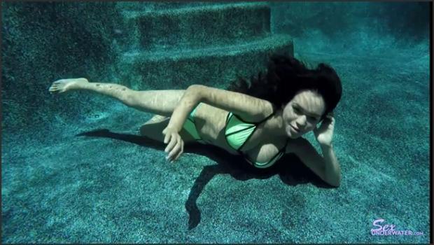 Sexunderwater.com- Emily Mena UW Model Training pt.1